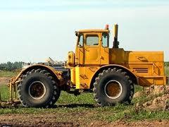 Трактор К-700 в нерабочем состоянии. Крым.