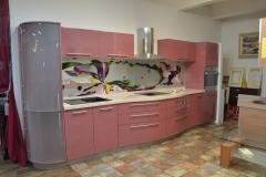 Кухня из MDF крашенной с гнутыми фасадами и