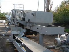 Crushing equipment, crushing and sorting complexes