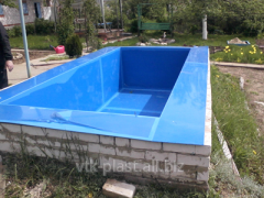 Multistage rectangular pool.