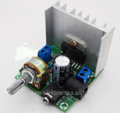 The amplifier of a sound of power of a stereo on