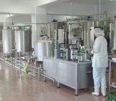Equipment for pouring of milk and dairy products