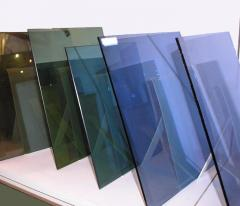 Glass sheet with a low-issue soft covering