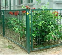 Забор из металлической сетки в уголке (уголок