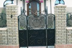 Gate are shod, gates
