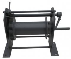 Manual winches with a loading capacity from 0,1 t.
