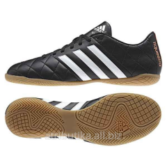 Football boots for game in the Adidas 11Questra IN