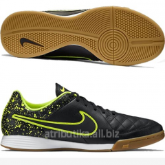 Game footwear for the Nike Tiempo Genio Leather IC