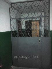 Двери кованные с решеткой, двери от производителя