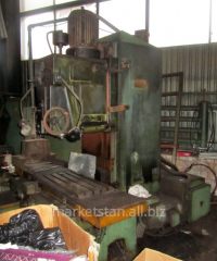 6540 The machine vertically milling with a