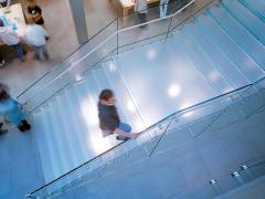 Стеклянные лестницы, ступени из стекла, стеклянные