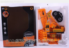The crane radio-controlled on batteries in a box