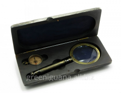 Magnifying glass with a compass in a wooden case