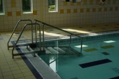 Поручни для бассейнов из нержавеющей стали.