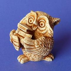 Handwork figure the Plaster / Owl with books of