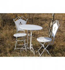 The table is shod white