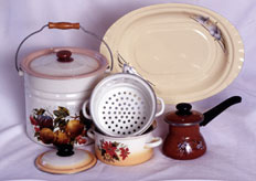 Sets of the enameled ware No. 6