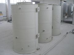 Tanks and reservoirs from polypropylene for