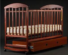 Кроватки детские. Кровать с ящиком тонированная.