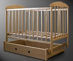 Лакированная кроватка Наталка