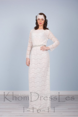 Dress of a direct silhouette with a sleeve