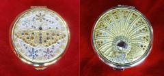 Косметическое зеркало с золотым покрытием