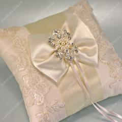 Small pillows for rings