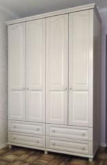 Белый шкаф в спальню из массива