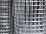 The grid is welded galvanized. Metal gauzes from