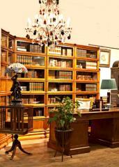 Мебель корпусная из массивной древесины для