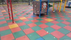 Floor rubber covering for playgrounds
