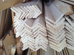 Уголок деревянный.