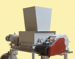 Crusher for production of a cardboard