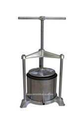 The manual press for grapes r 120, capacity is 5,3