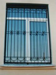 Решетки на окна и двери защитные металлические.