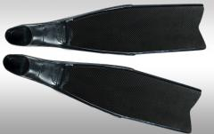 Flippers and monoflippers from carbon fabrics to
