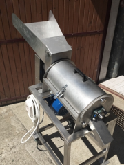 Cleaning machine for fruits, vegetables and