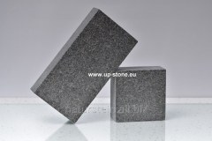 Stone blocks polnopilenny 20kh10kh5sm from a gabbr