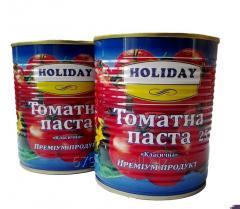 Premium tomato paste in a can