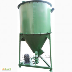 Mixer of dry feeds