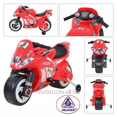 The motorcycle 646 5-6km/h of 3 years red in a