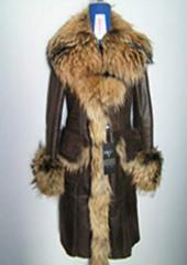 The sheepskin coat is female, wholesale