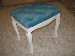 Banquette on wooden legs