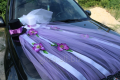 Decoration of the wedding car - a veil and