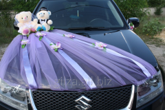 Decoration of the wedding car - bears and a veil