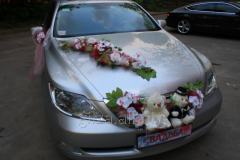 Decoration of the wedding car - bears on a cowl