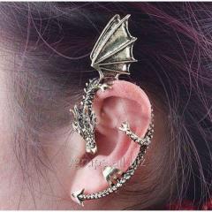 Women's earring dragon