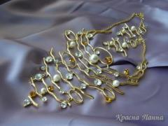 Set necklace and ear rings, yellow metal