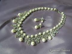 Costume jewelry set of pearls and paste