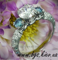 Engagement rings made of white gold with sapphires